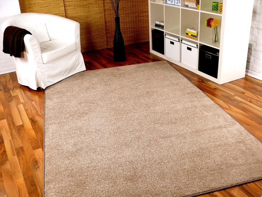 hochflor velours teppich triumph beige in 24 gr en teppiche hochflor langflor teppiche beige. Black Bedroom Furniture Sets. Home Design Ideas