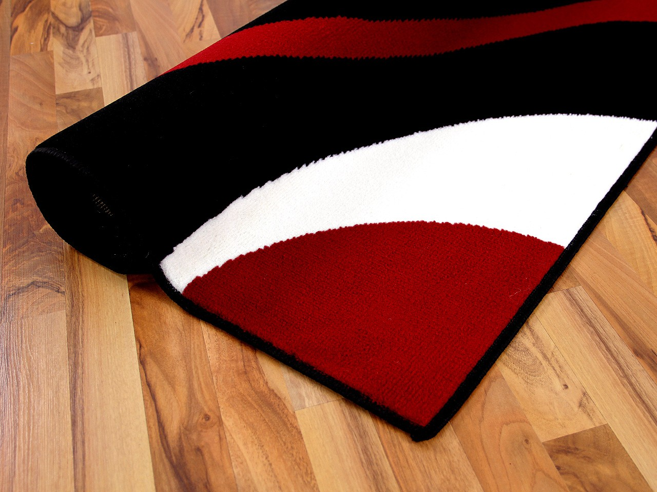 teppich modern trendline schwarz rot retro 4 gr en teppiche designerteppiche trendline teppiche. Black Bedroom Furniture Sets. Home Design Ideas